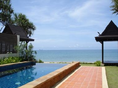 ferienhaus khlong nin absolute beach front pool villa. Black Bedroom Furniture Sets. Home Design Ideas