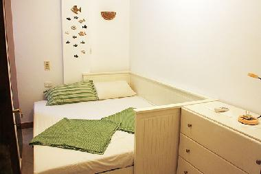 sleeping room with a couch, enabled for 2 persons (children)