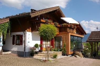 ferienwohnung rieden am forggensee haus bergblick ferienwohnungen ferienwohnung deutschland. Black Bedroom Furniture Sets. Home Design Ideas
