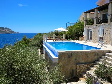 Villas With Infinity Pools In Corfu