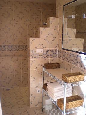 italienische dusche bilder raum und m beldesign inspiration. Black Bedroom Furniture Sets. Home Design Ideas
