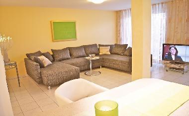 bilder ferienwohnung meersburg am bodensee deutschland oase mit seeblick luxus ferienwohnung. Black Bedroom Furniture Sets. Home Design Ideas